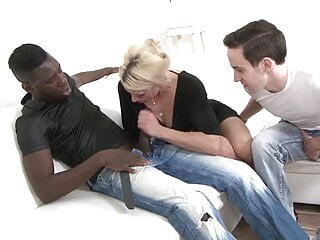 Mature wife fucks with a black man to fuck her hardcore