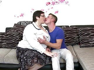 Mature moms suck and fuck young not their sons